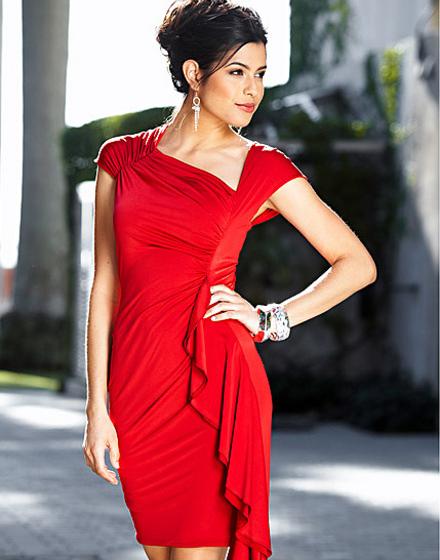 ярко красное короткое платье