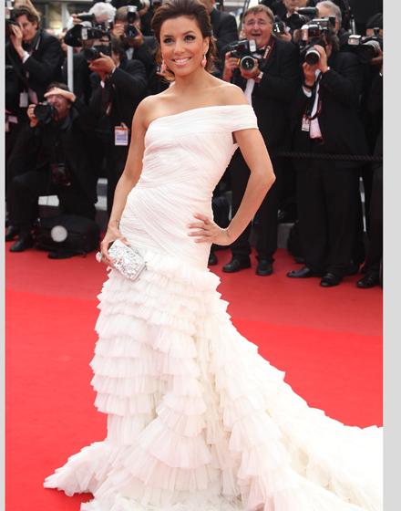 длинное белое платье со шлейфом