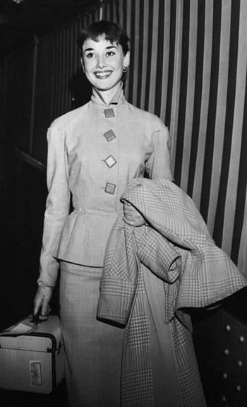 костюм с удлиненной юбкой