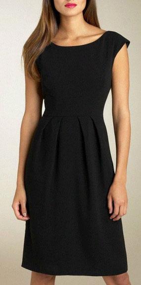 черное платье-футляр до колен